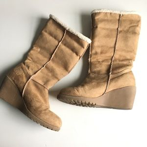 Jellypop Sherpa lined wedge tan boots